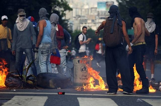 "Venezuelan opposition's ""peaceful, pro-democracy"" protesters set up a burning barricade in Altamira (photo from Alba Ciudad)"