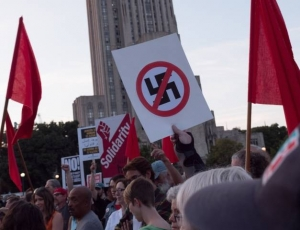 Antifascistisk demonstration i Pittsburgh. Foto: Mark Dixon